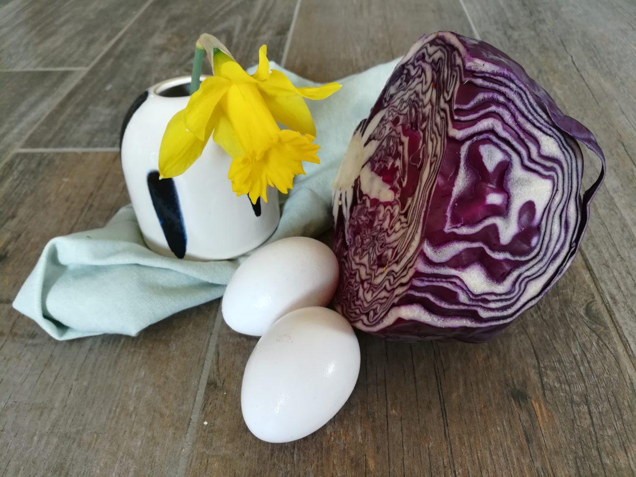 Eier färben Rotkraut